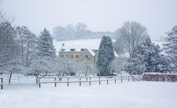 冬のコッツウォルズ イングランドの風景