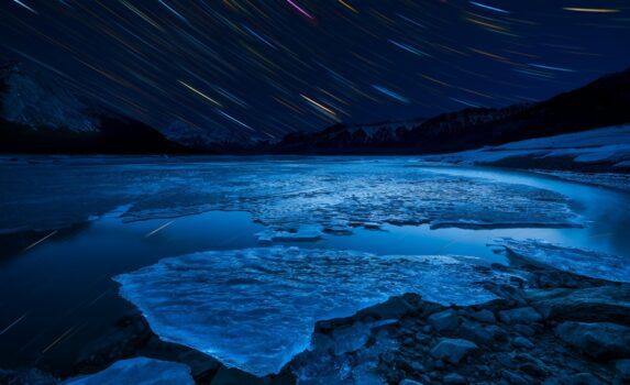冬の夜のアブラハム湖 カナダの風景
