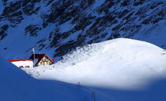 冬のトランシルヴァニアアルプス山脈 ルーマニアの風景