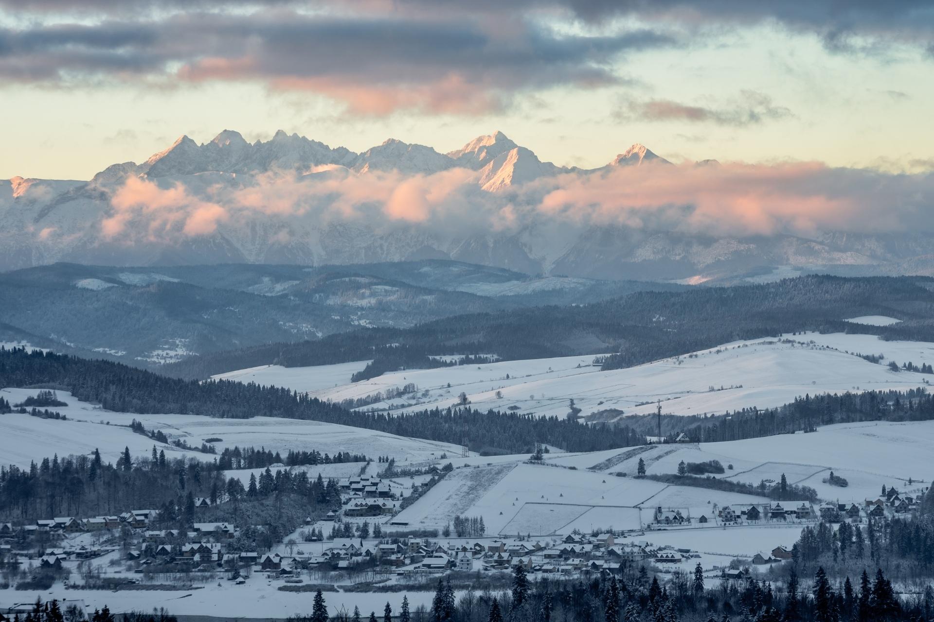 冬の朝のタトラ山脈 ポーランドの風景