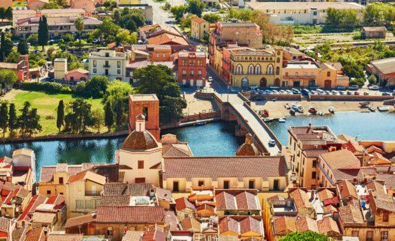 サルデーニャ島ボーザの町並み イタリアの風景
