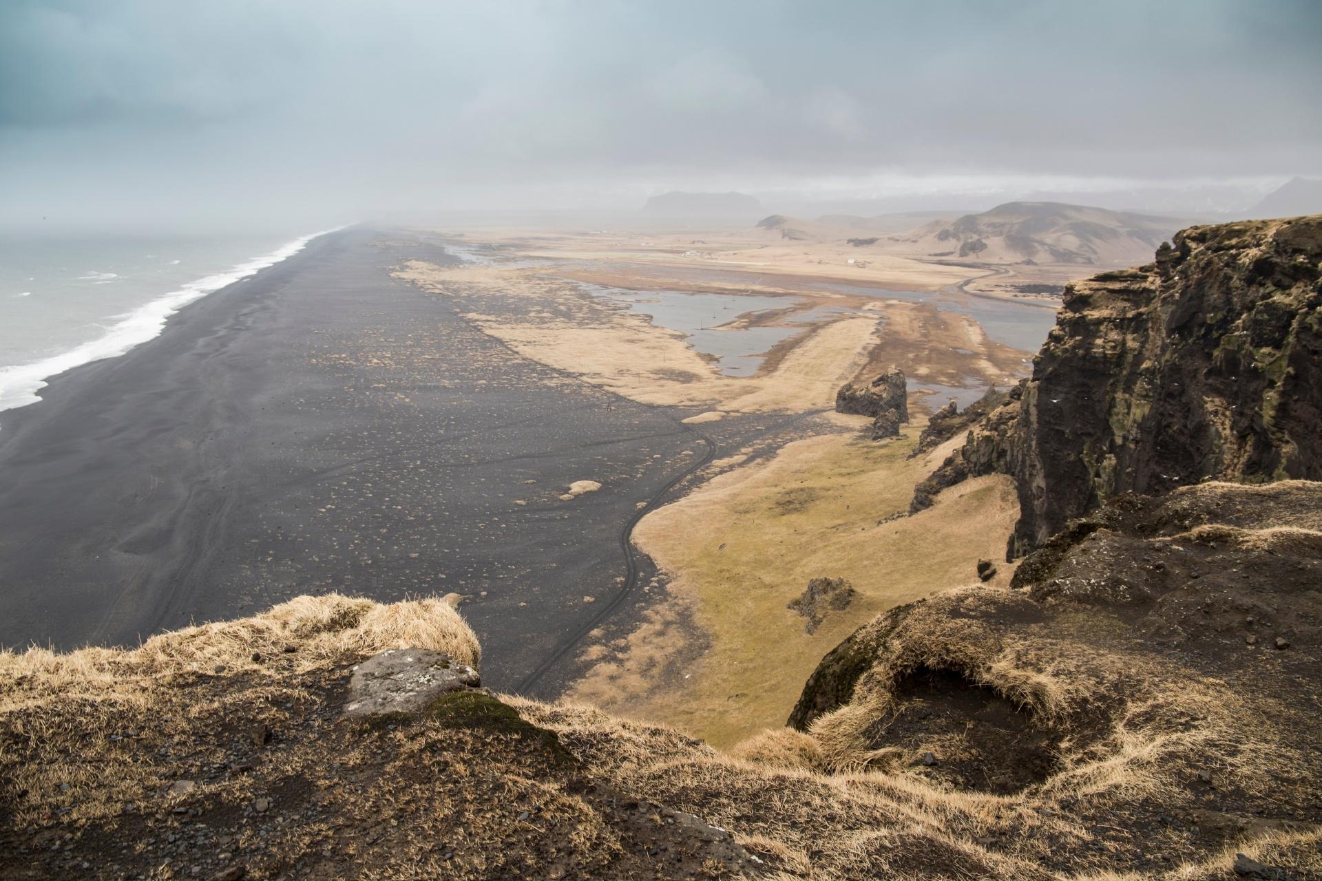 ブラックサンドビーチ アイスランドの風景