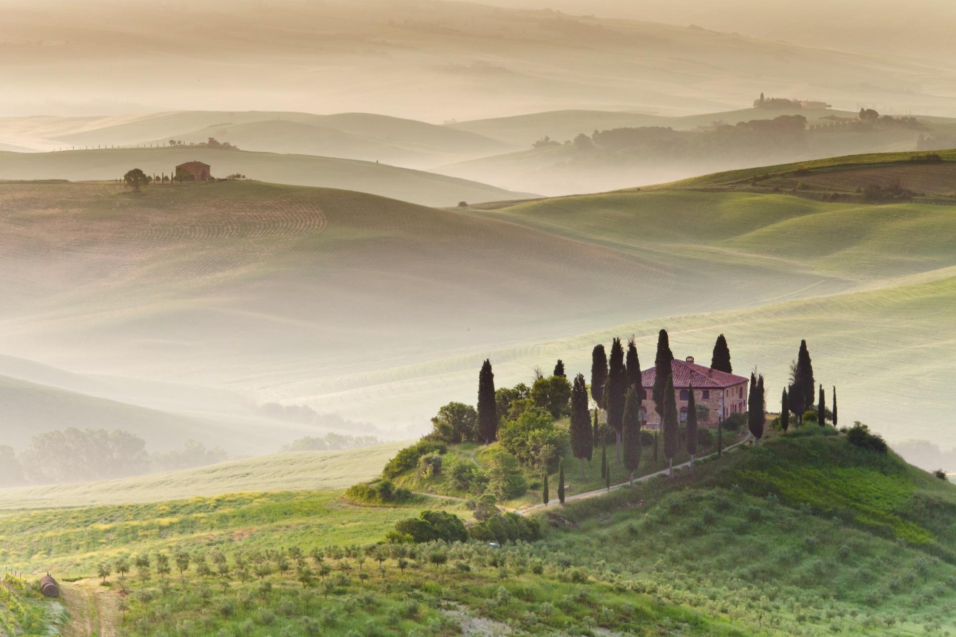 早朝のトスカーナ イタリアの風景