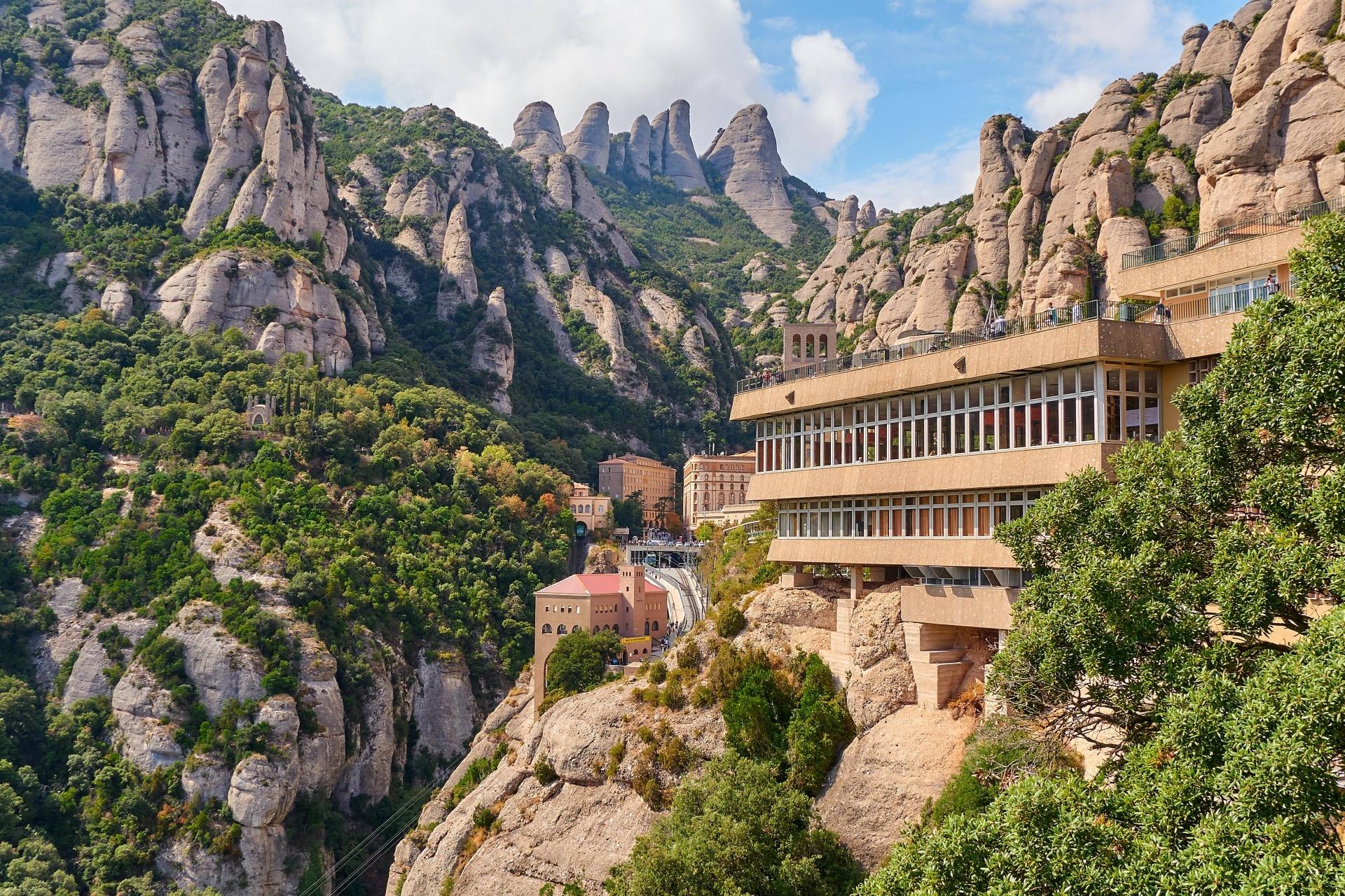 モンセラート修道院 スペインの風景