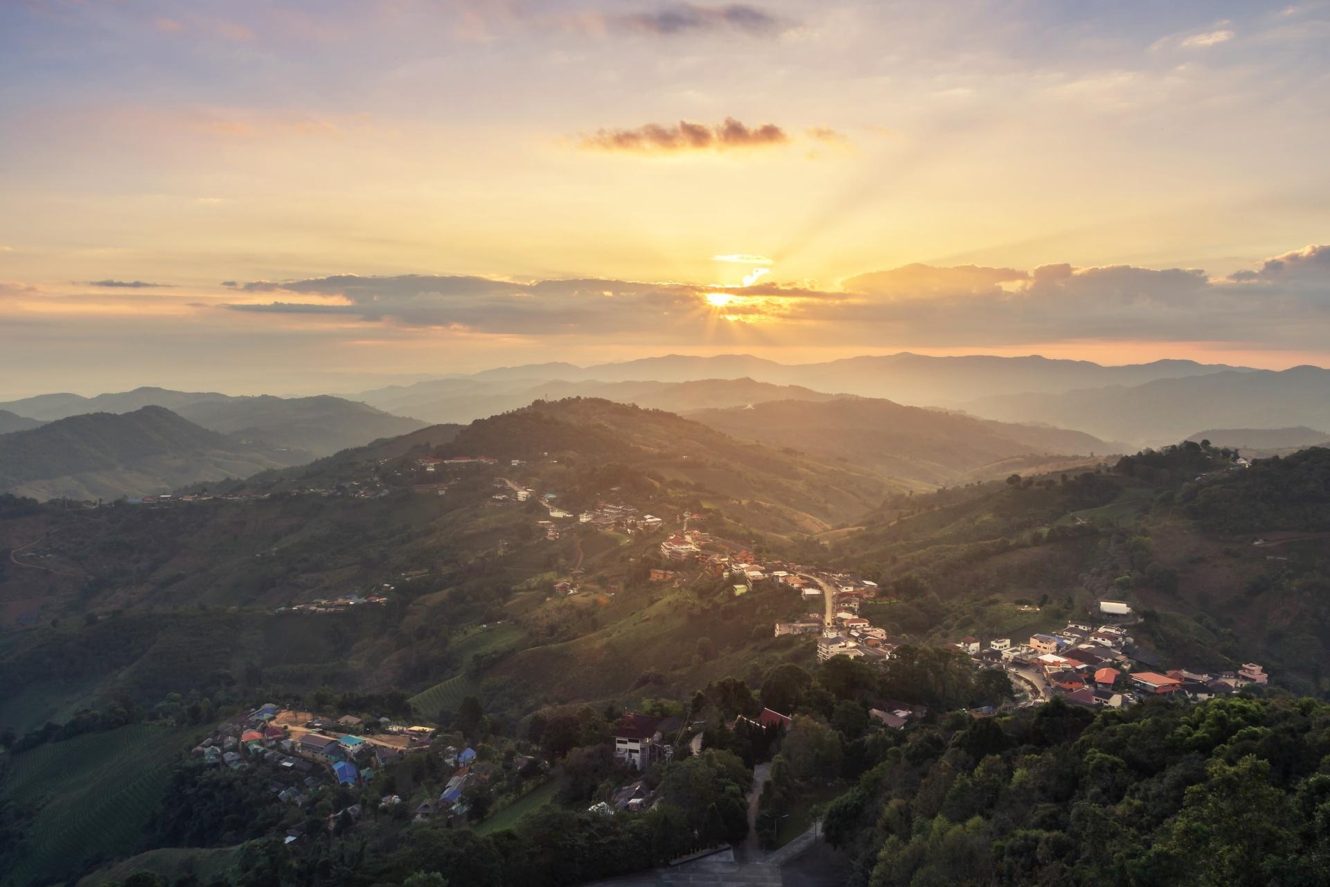 朝のチェンライ タイの風景