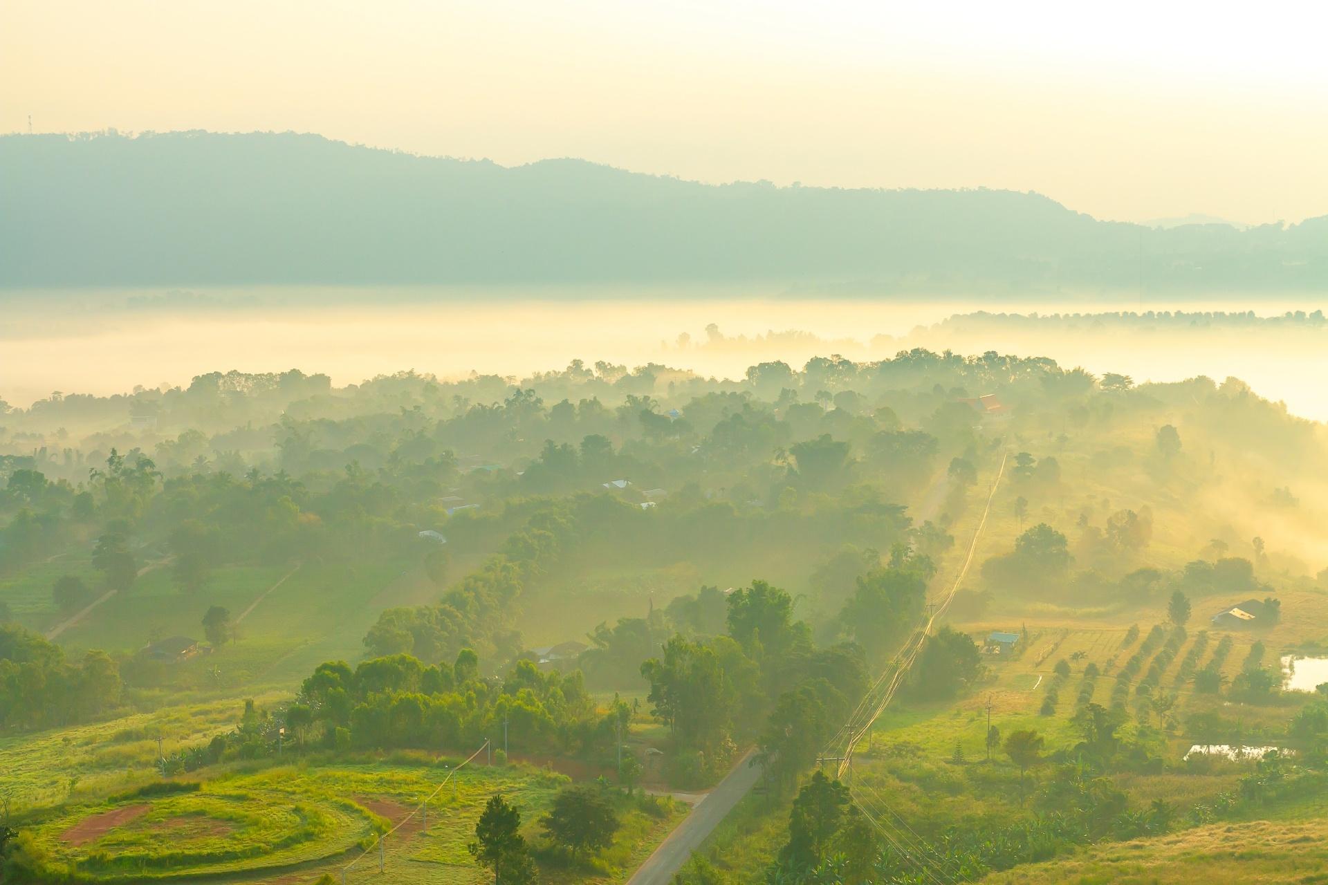 ペッチャブーン カオコーの霧の朝の風景 タイの風景
