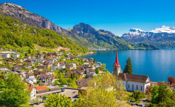 ルツェルン湖とスイスアルプス スイスの風景