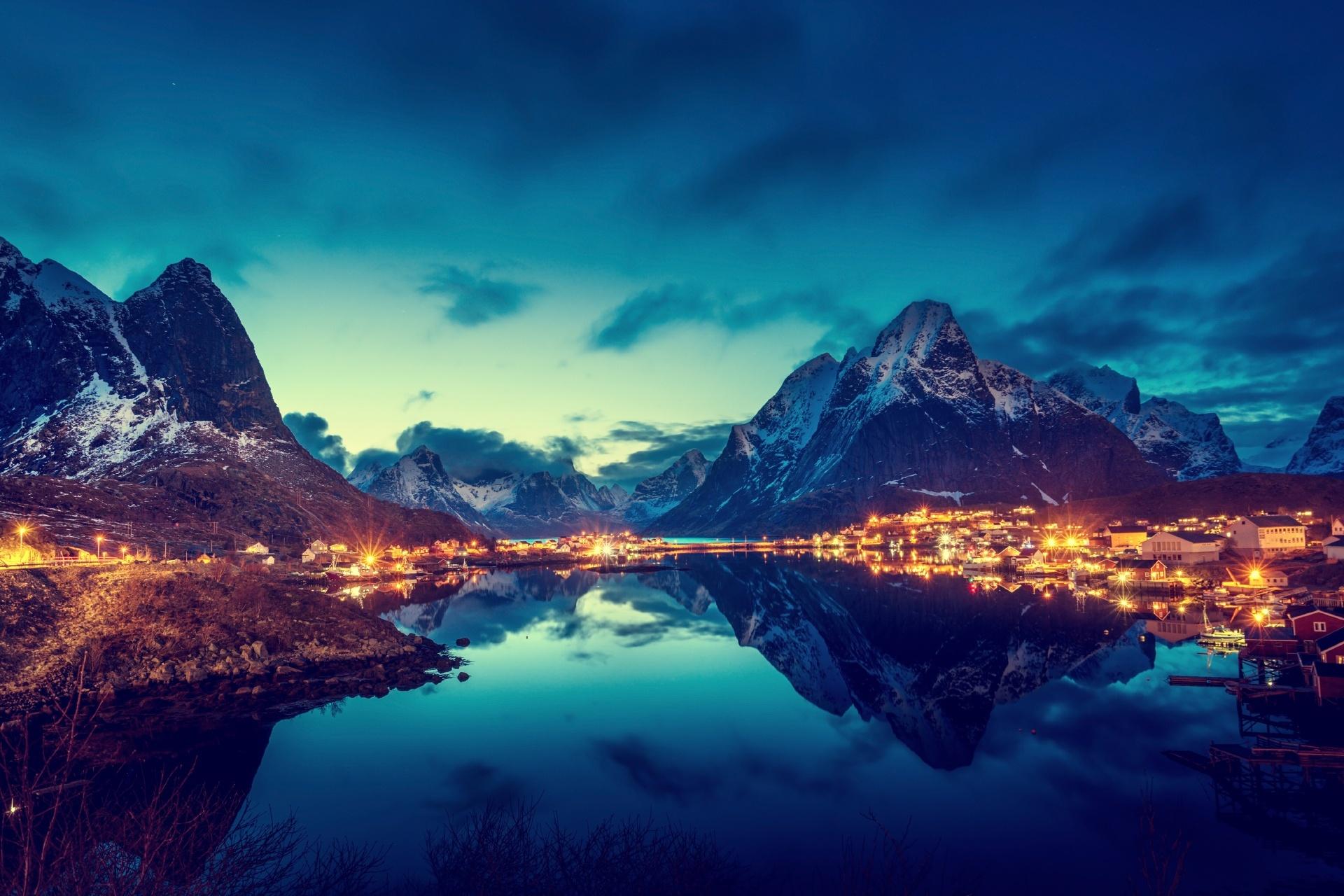 夕暮れのロフォーテン諸島 ノルウェーの風景