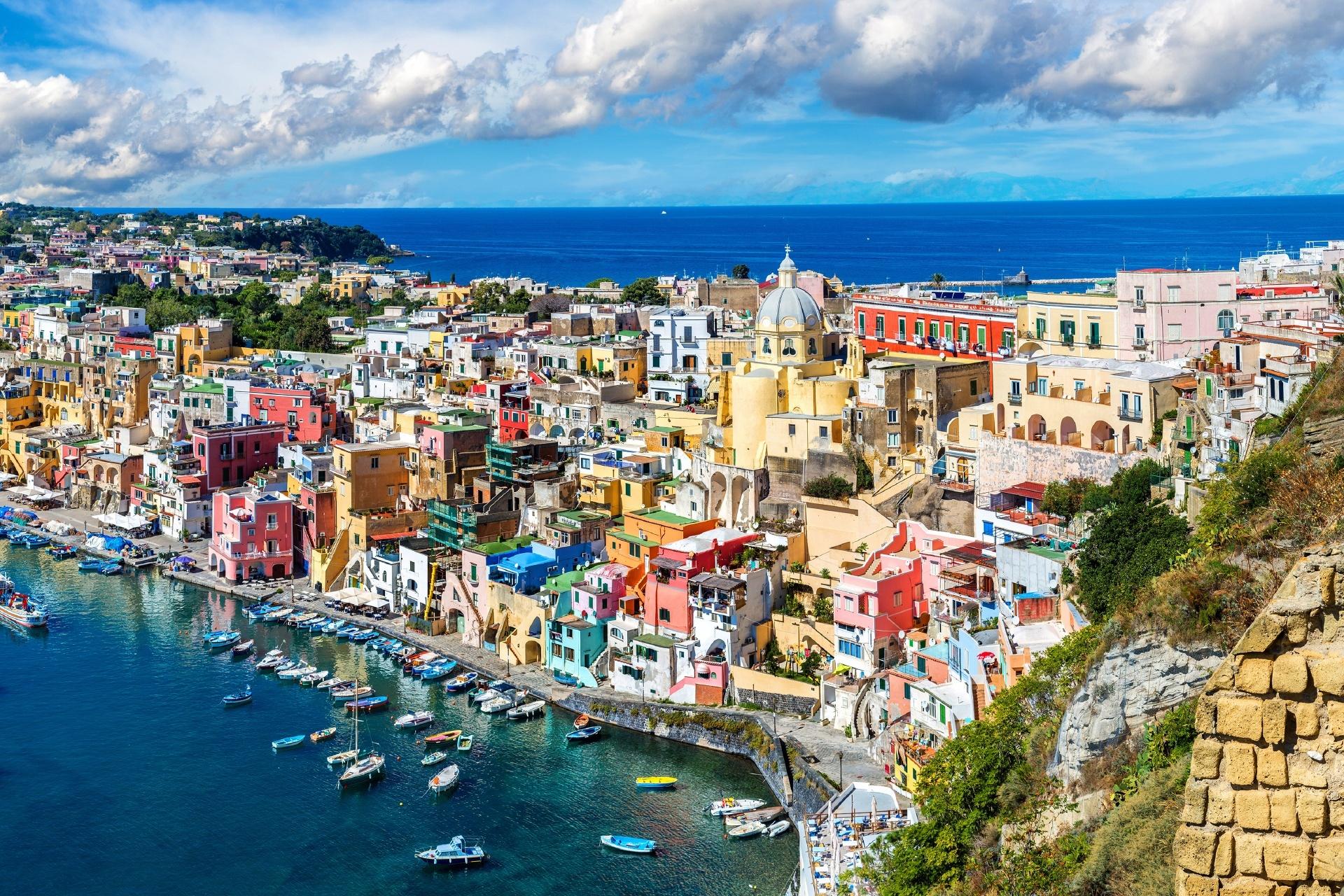 夏のプローチダ島 イタリアの風景