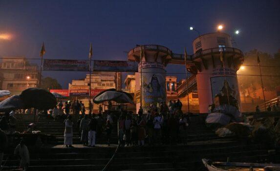 朝のヴァラナシ インドの風景