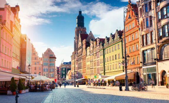 朝のヴロツワフの中央広場 ポーランドの風景