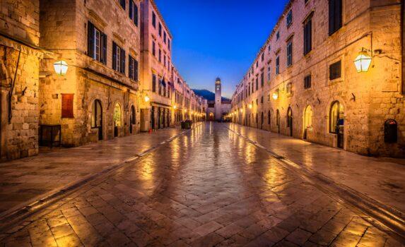 夏の夜のドゥブロヴニク旧市街の風景 クロアチアの風景