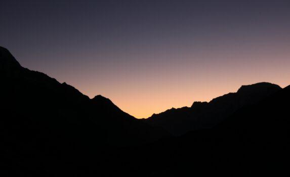 ヒマラヤの夕暮れ ネパールの風景